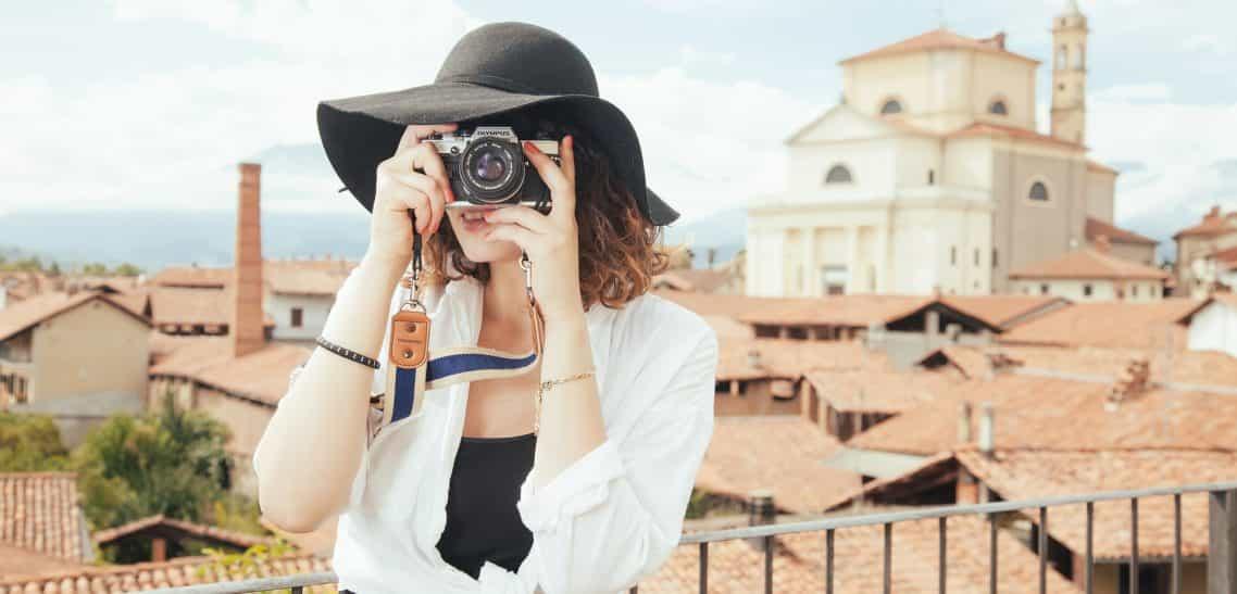 Woher kommt der Begriff Tourismus?