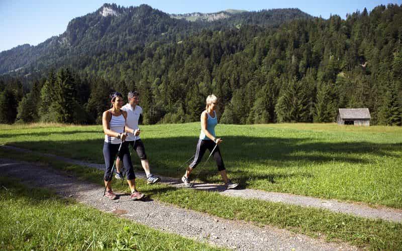 Nordic Walking in Sibratsgfäll (c) Christoph Lingg - Bregenzerwald Tourismus